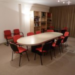 Grande table de réunion - Entrée de la salle